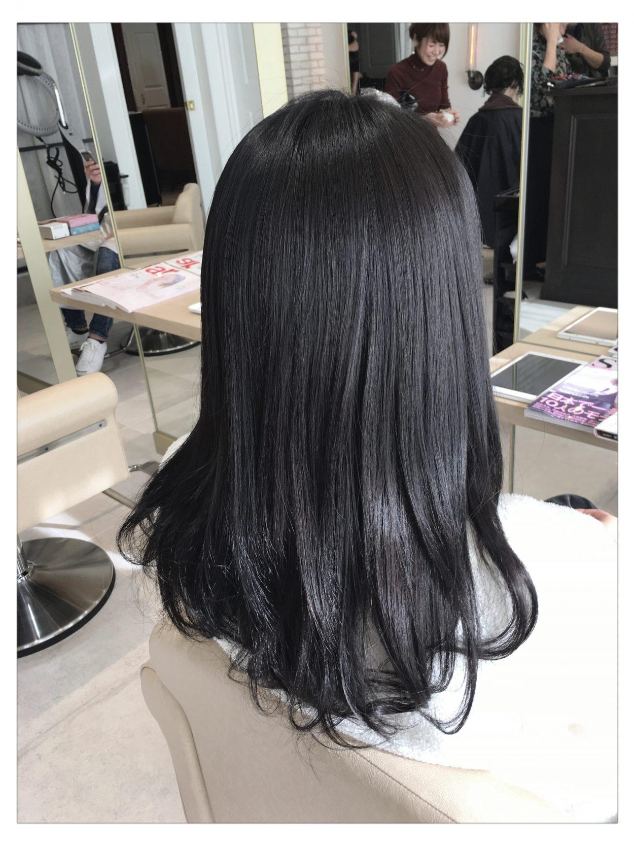 ブラックアッシュの透明感 黒髪にも見えて就活生にもオススメの髪色